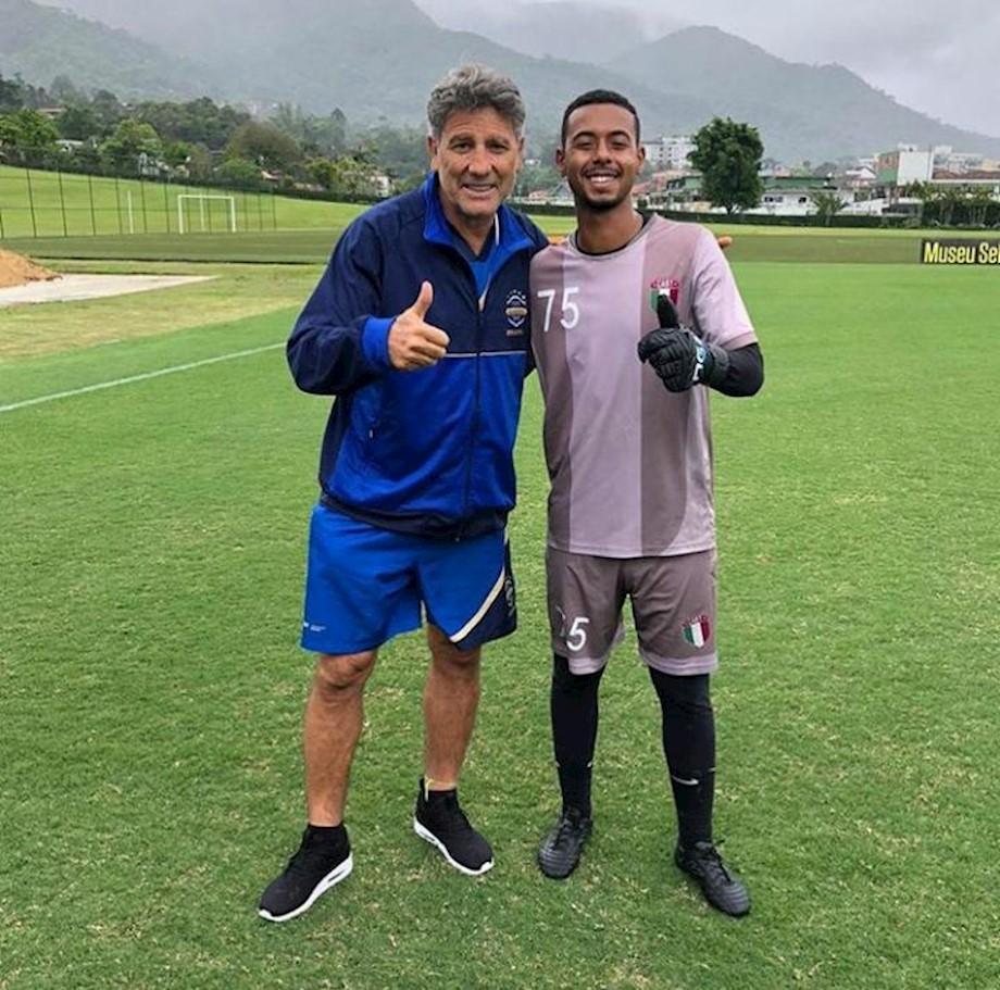 Goleiro Bruno posa pra foto com o treinador Renato Gaúcho.